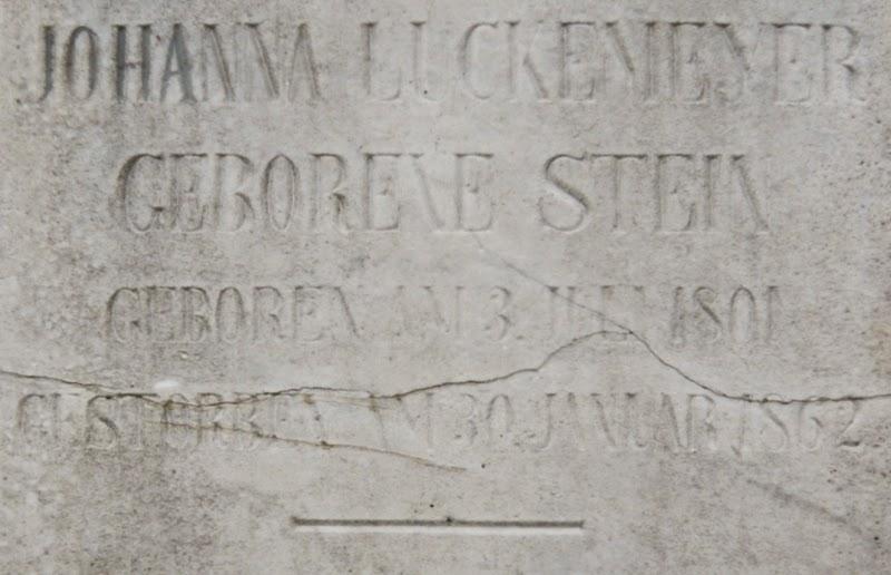 Inschrift an der Stele des Familiengrabes zu Johanna Luckemeyer