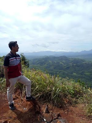 Salah Satu View Pegunungan di Kawasan Tahura Sultan Adam