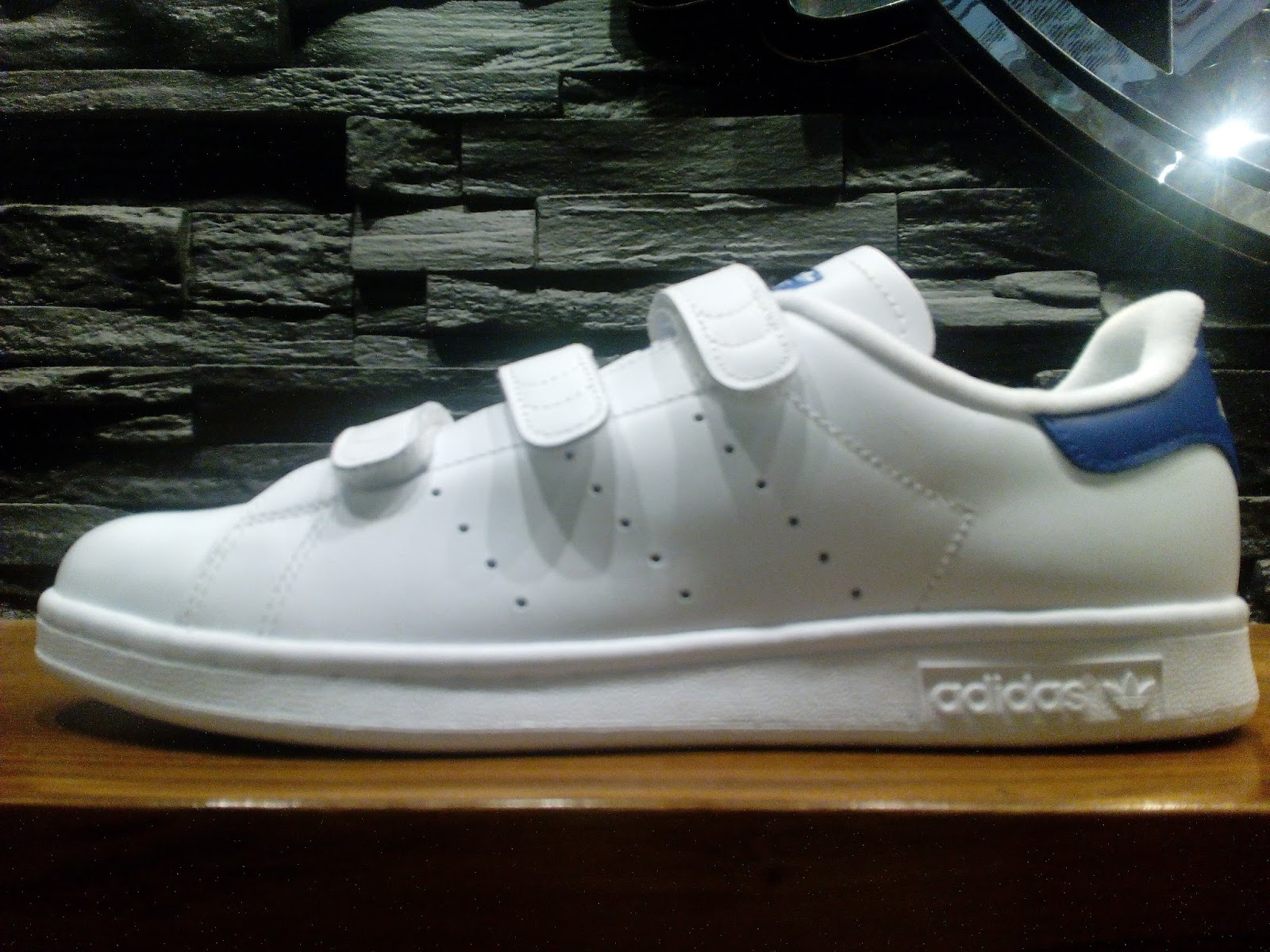 Adidas Stan Smith in Velcro  c3d8848664124