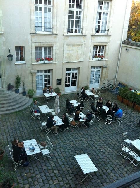 ®Esther à Paris