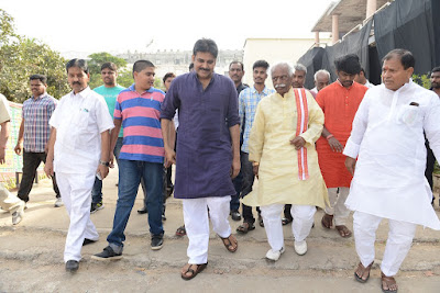 Bandaru Dattatreya Met PawanKalyan At KatamaRayudu Shooting Spot Photos