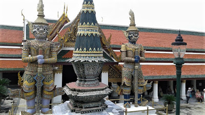 Detalle de los guardianes a la entrada del recinto del templo del Buda Esmeralda