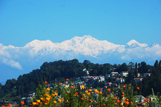 Darjeeling town with snow mountain