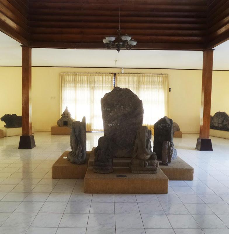 Salah satu Arca di Museum Kailasa