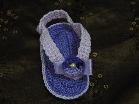 Sandalinhas para bebê em crochê feitos por Pecunia Milliom com PAP