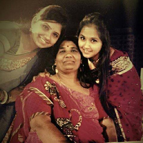 Kajal Raghwani with Her Mother (Maa), Sister (Bahan). HD Wallpaper