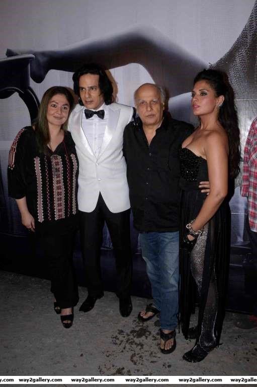 Pooja Bhatt Rahul Roy Mahesh Bhatt and Richa Chadda snapped on the set of Cabaret