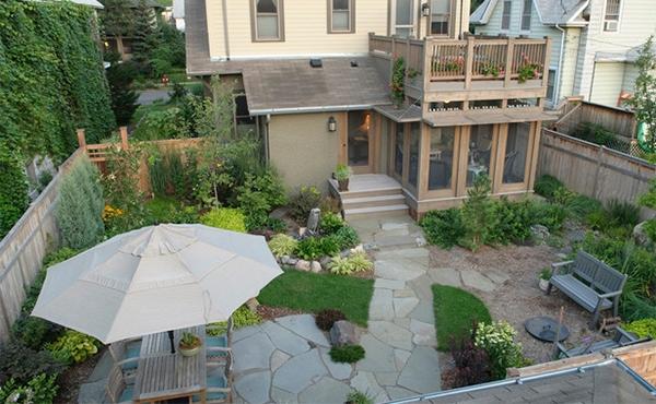 Banyak rumah yang memiliki area terbuka di sekitarnya dan akan lebih baik jika tempat ini  Inpirasi Desain Taman Rumah Indah Dengan Penataan Yang Simpel