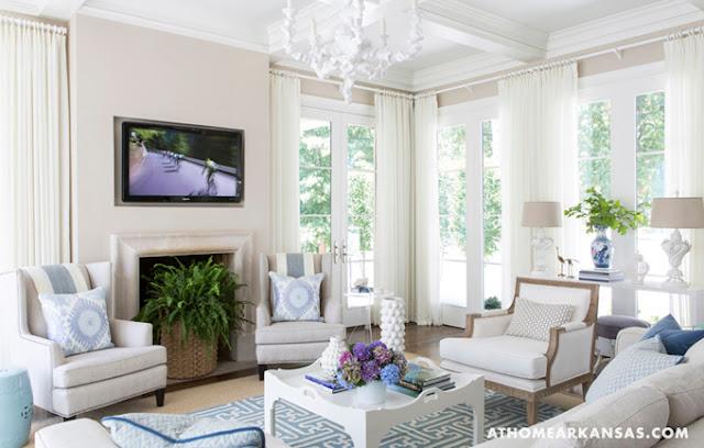 Decoraci n f cil una casa decorada en blanco con for Casas decoradas en blanco y gris