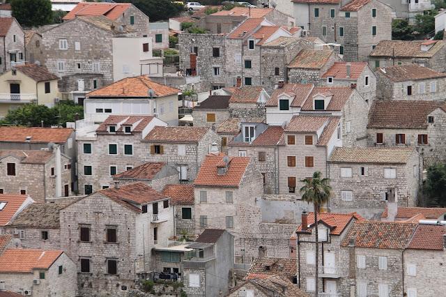 talot kaupunki asutus kivitalot punaiset katot