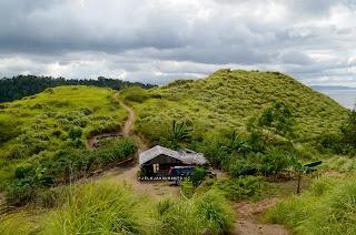 Satu-satunya rumah di Bukit Pulisan, Likupang Timur, Minahasa Utara, Sulawesi Utara +jelajahsuwanto
