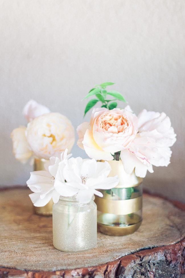 Botes de cristal pintados en oro para crear centros de mesa para boda