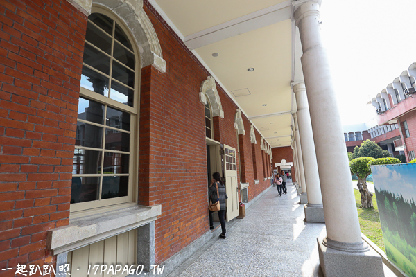 紅磚牆走廊也很有懷舊感