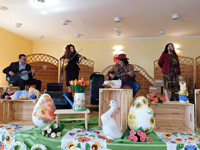 zespół muzyczny, wielkie jaja wielkanocne, Koło Gospodyń Wiejskich w Nowym Kramsku