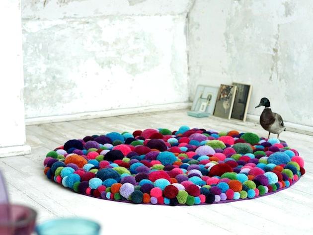 Inspiracje: Pomysły na wykorzystanie pomponów, dywan z pomponów