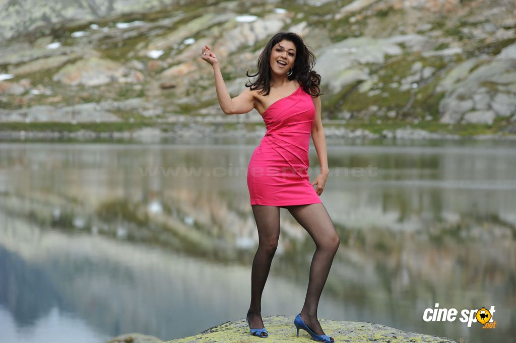 HOT ACTRESS: Hot Kajal Agarwal