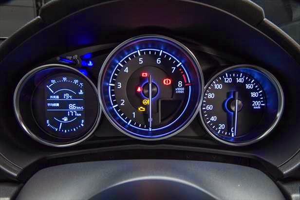 マツダ新型ロードスターMT車のインパネ画像