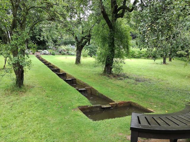 Old Orchards, woda w ogrodzie