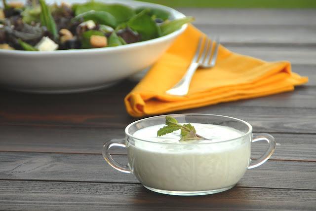 Salsa ligera de yogur con y sin thermomix
