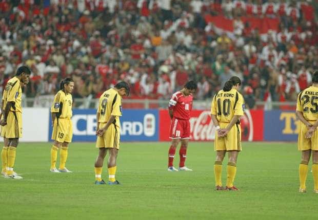Jelang semi-final Piala AFF 2004, negara-negara Asia Tenggara dikejutkan bencana tsunami.