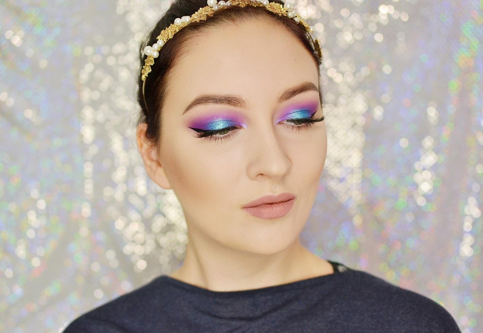 makijaż fioletowo turkusowy z kreską