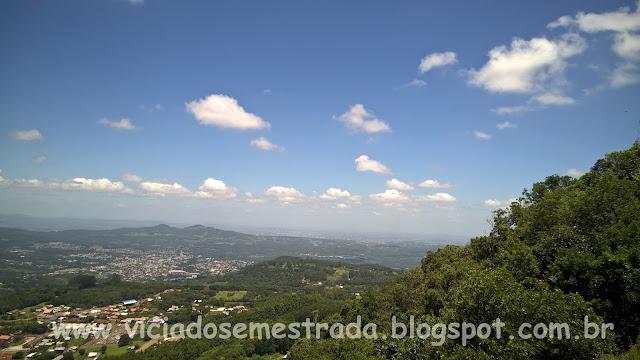 Vista panorâmica do alto do Morro Felskopf, ou Morro da Embratel, Rota Romântica