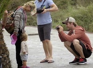 Chris Hemsworth: Baby eating in the Canaries