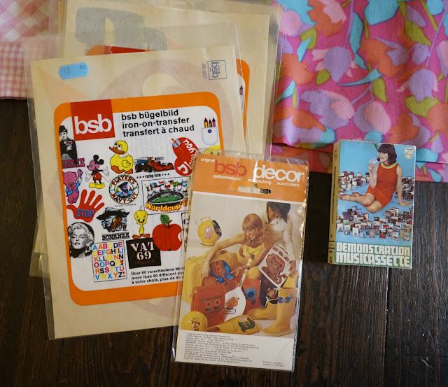 une cassette et des transferts ( 1973) pour t-shirt   1970s tape , vintage decals / transfers for tee