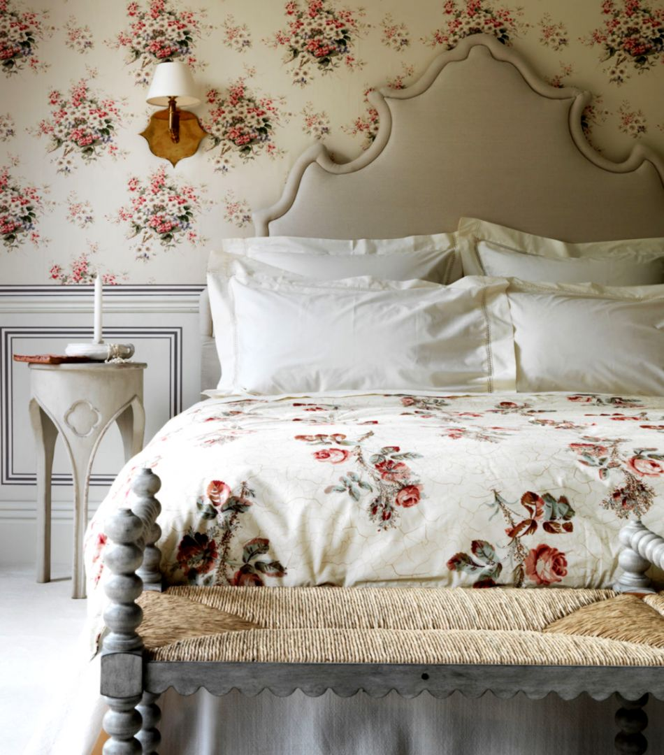 Bed And Flowers Romantic Wallpaper | Amazing Wallpapers