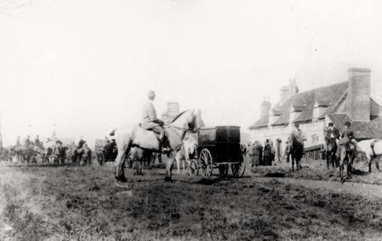 Photograph of the Meet at the Sibthorpe Arms c 1905