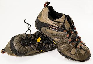 sepatu mendaki gunung