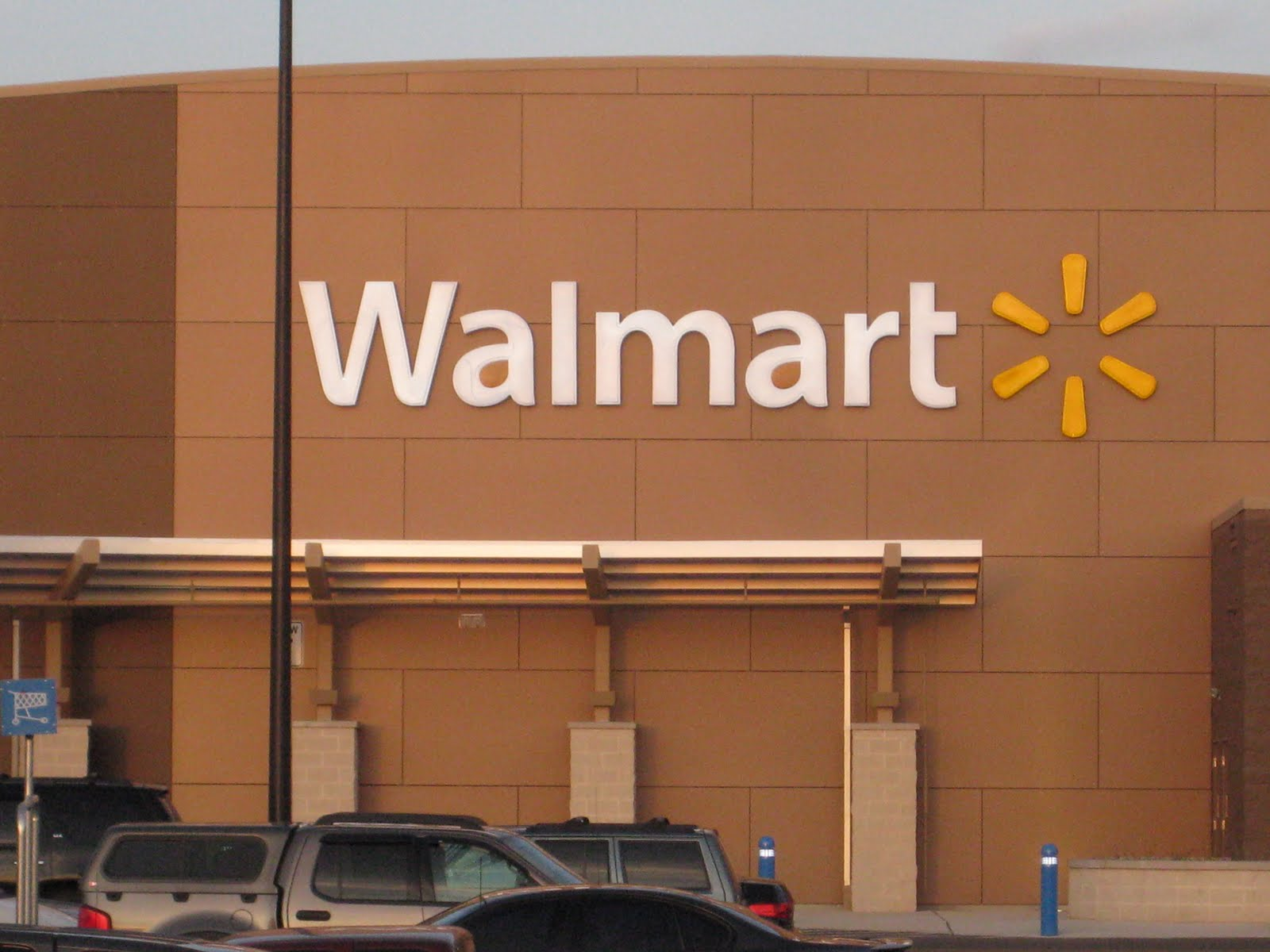 walmart union Compare western union with walmart-2-walmart to discover how they work when transferring money to friends and family in the us or overseas who has better fees and services.