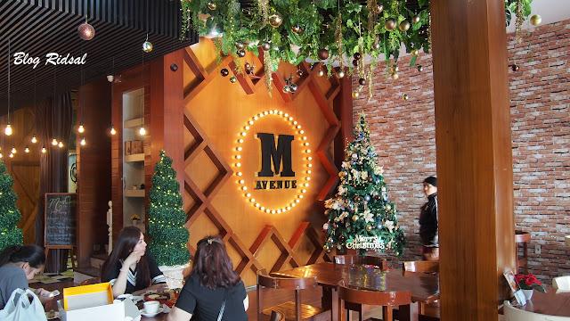 M Avenue Cafe & Resto: Tidak Sekedar Dekorasi - Ruangan 02