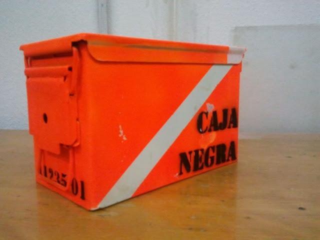 ¿Sabes qué hay dentro de una caja negra de un avión?
