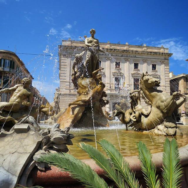 Road trip in Sicily - Fonte de Artemis in Siracusa