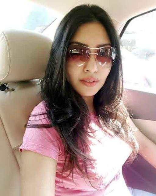Actress Komal Jha Images Gallery