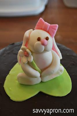 http://www.savvyapron.com/bunny-cake-topper/