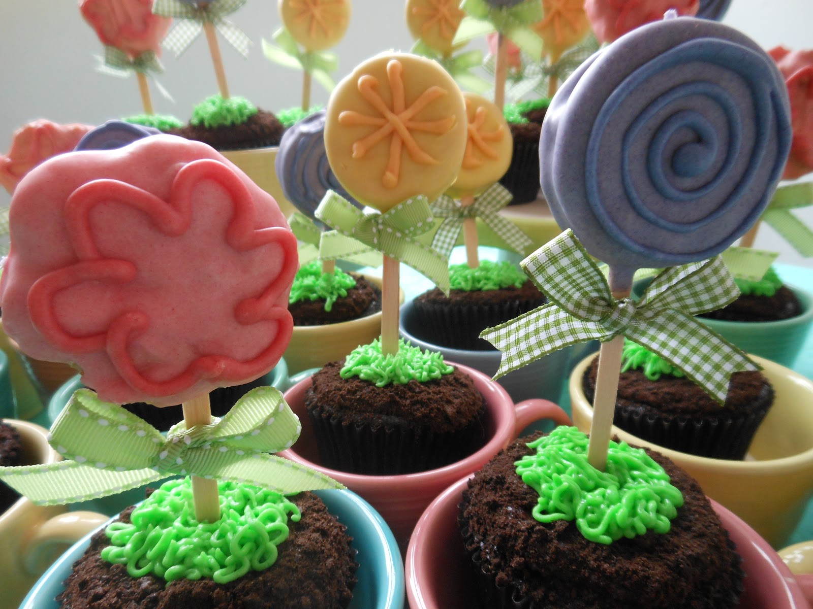 Flower Garden Cupcakes The Sugary Shrink