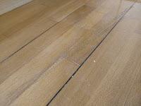 αρμός στο ξύλινο πάτωμα