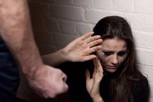 Απειλούσαν και χτυπούσαν 37χρονη Ελληνίδα για να γίνει πόpνη