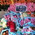 ΑΠΟΚΑΛΥΨΗ!!!Σύζυγος βουλευτή πουλάει  λουλούδια στη λαϊκη!!![ΦΩΤΟ]