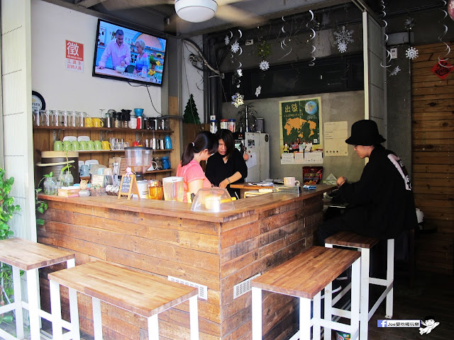 IMG 0399 - 【台中咖啡】教師新村內的轉角咖啡廳 | 前廊咖啡 | 以平價的價格帶給你美味的咖啡饗宴 | 單品咖啡 | 教師新村 | 台中美食 | 台中飲品