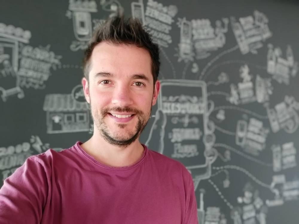 Mode bokeh f2.0, ISO 80, 125s kamera selfie Samsung Galaxy A9 (gsmarena.com)