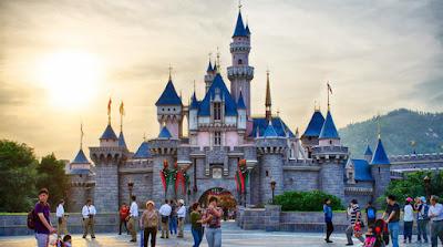 Hongkong Disneyland - Salika Travel - Paket Tour SIC Hongkong Periode Imlek 2018 - 15, 16, 17 & 18 Feb 2018