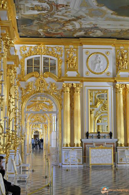 E' passato esattamente un anno da quando, in una splendida ed insolitamente tiepida giornata, ammiravo l'azzurro, il bianco e l'oro dello splendido Palazzo di Caterina la Grande e mi trovavo circondata dall'ambra nell'incredibile Sala d'Ambra, considerata l'Ottava meraviglia del mondo.