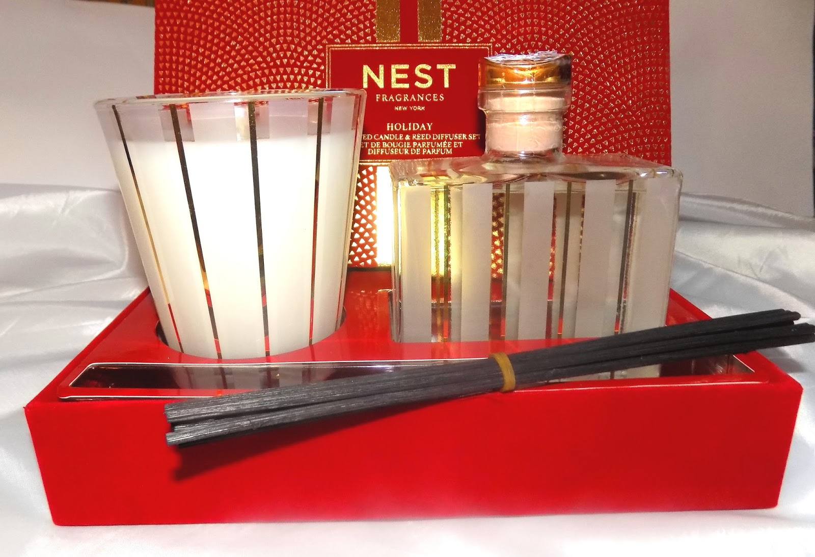 62911d7d01469 The Holiday Scented Candle   Reed Diffuser Set set houses a 8.1 oz classic  size Holiday scented candle and a large 5.9 oz liquid reed diffuser .