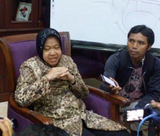 Walikota Surabaya saat memberi keterangan Pers