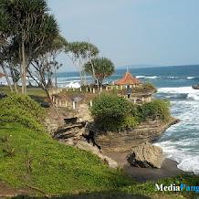 Pantai Batu Hiu, Pantai Penuh Legenda Nan Mempesona