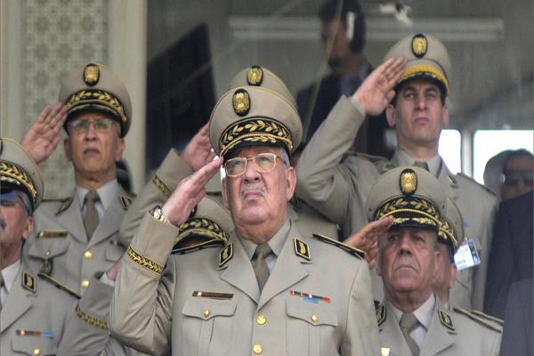 """قايد صالح : """"الجيش سيرافق المرحلة الإنتقالية .. والعدالة صلاحيتها لمحاربة الفساد"""""""