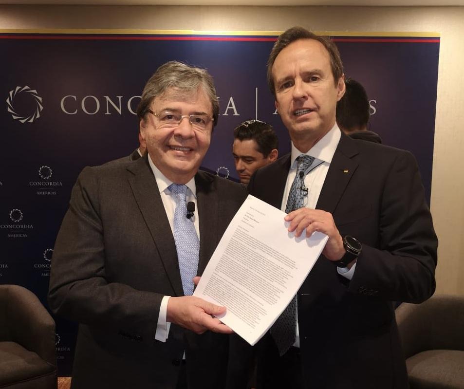 El expresidente Jorge Quiroga con el canciller de Colombia / TWITTER